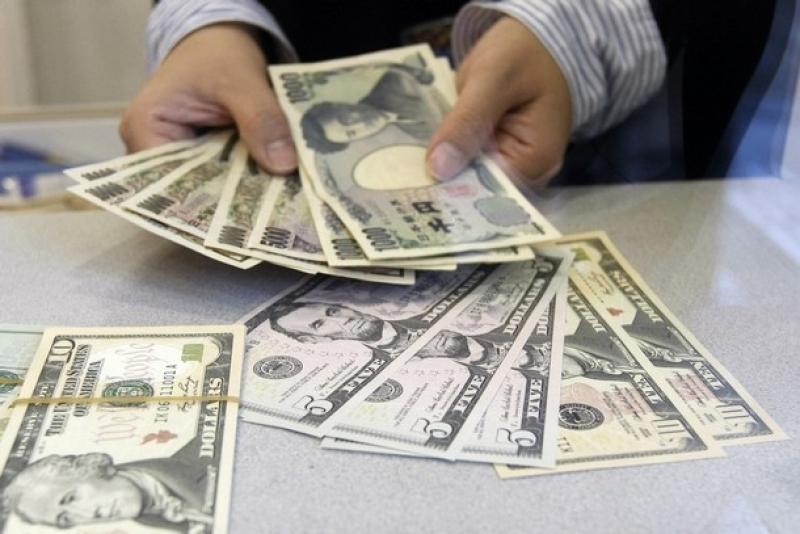 Пара доллар/иена торгуется на отметке 105,30